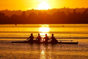 1024px-Sun_and_Rowers_(32535493823)